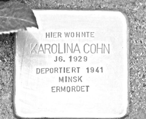 stolpersteinverlegung-karolina-cohn-1-20190509-1455792143650AC1DE-D30A-363E-256A-BF205C60B657.jpg